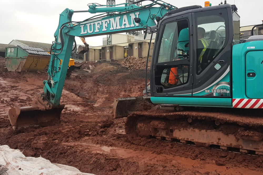 14t excavator with GPS modelling & machine control